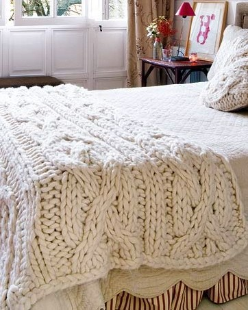 AMAZING knitted blanket/throw – I just want to crawl into that bed