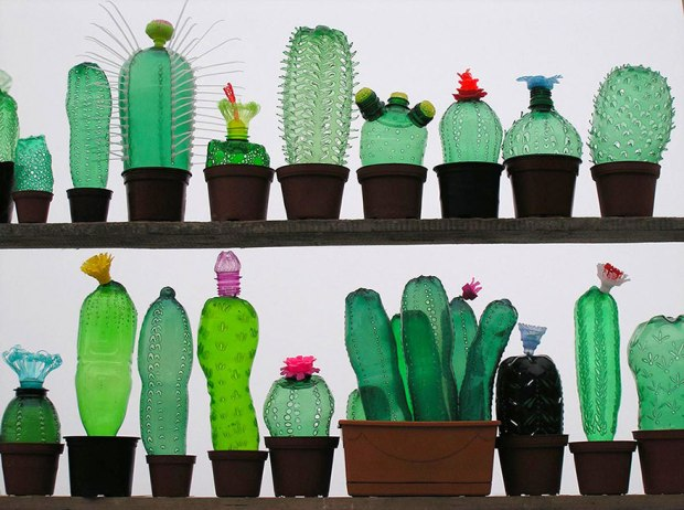 plastic-bottle-sculpture-recycle-art-veronika-richterova-9